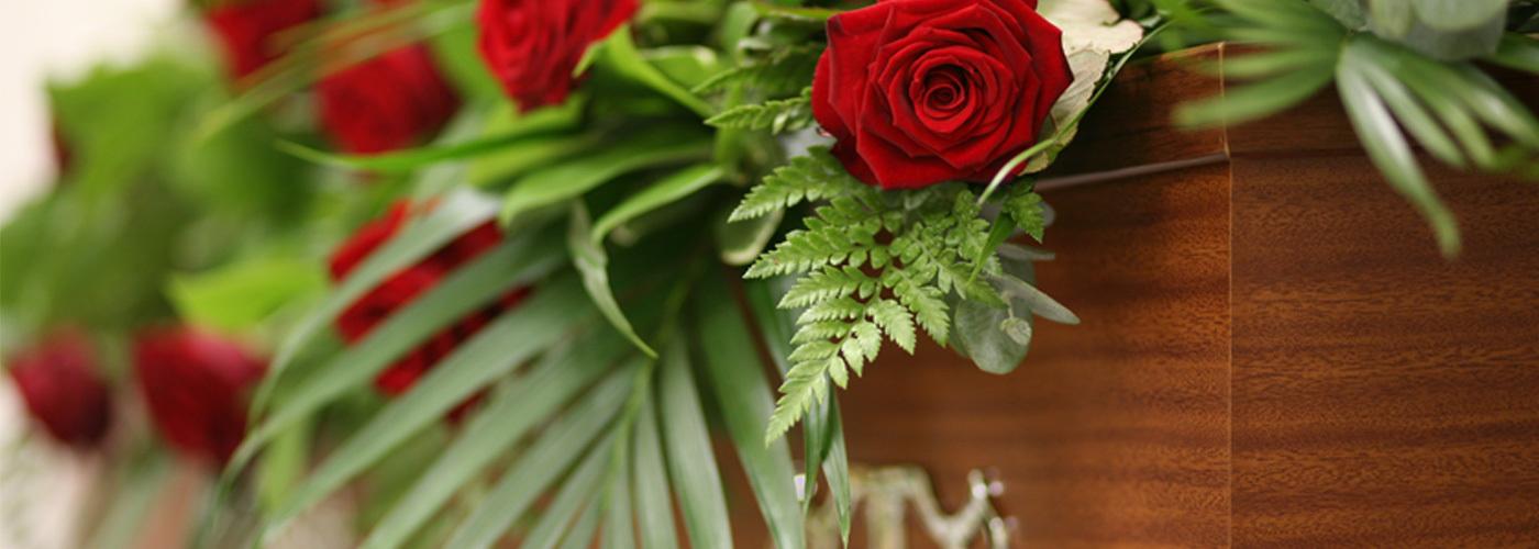 arranging a funeral making funeral arrangements dignity funerals